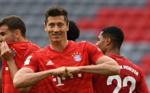 Robert Lewandowski doubles when Bayern defeats Fortuna to leave 10 points free
