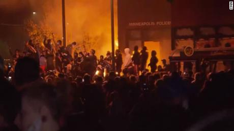 Riots increase in several cities in the US. USA For the death of George Floyd