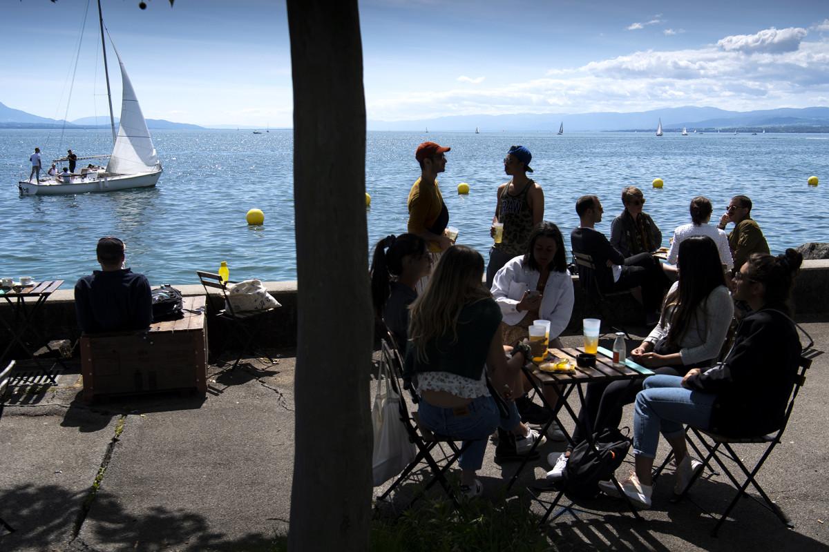 Switzerland first to use Apple-Google coronavirus contact tracking app