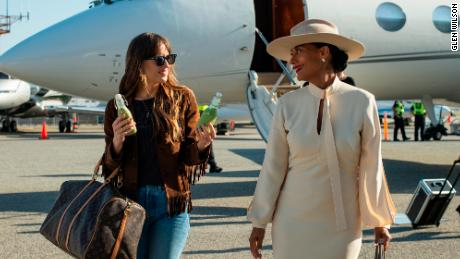 Dakota Johnson and Tracee Ellis Ross in & # 39; The High Note. & # 39; (Glen Wilson / Focus Features)