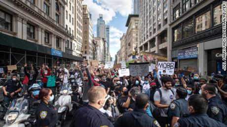 Protesters on 5th Avenue during a protest for the death of George Floyd on May 31, 2020 in the Manhattan district of New York.