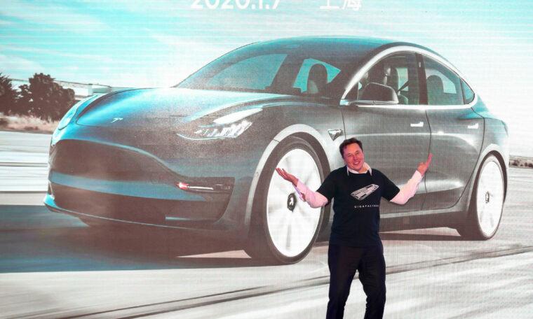 """Elon Musk tweets that it is """"time to break Amazon"""""""