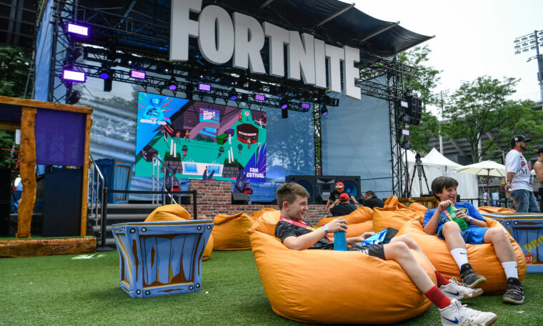 """Fortnite"" delays the end of season event due to protests by George Floyd"