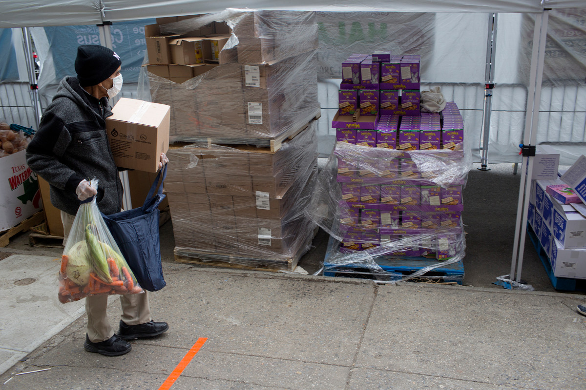 US workers file another 1.9 million jobless claims amid coronavirus