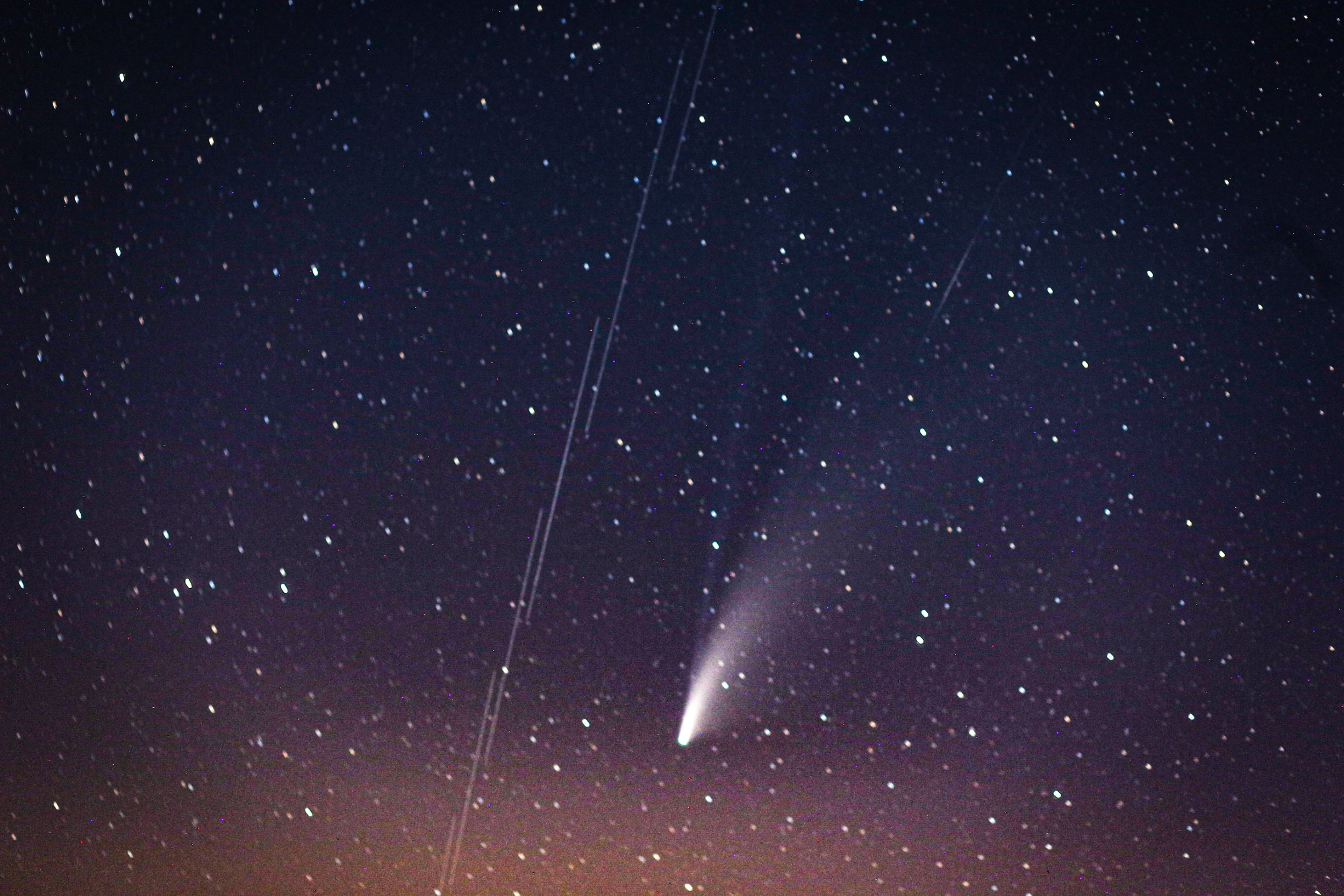 "IDLIB, SYRIA - JULY 20: Comet Neowise, the ""C / 2020 F3 Neowise comet"" is observed over the sky in Idlib, Syria on July 20, 2020. The ""C / 2020 F3 Neowise comet"", named after the ""NEOWISE"" recently discovered comet by telescope of the US Aviation and Space Agency. (Photo by Muhammed Said/Anadolu Agency via Getty Images)"