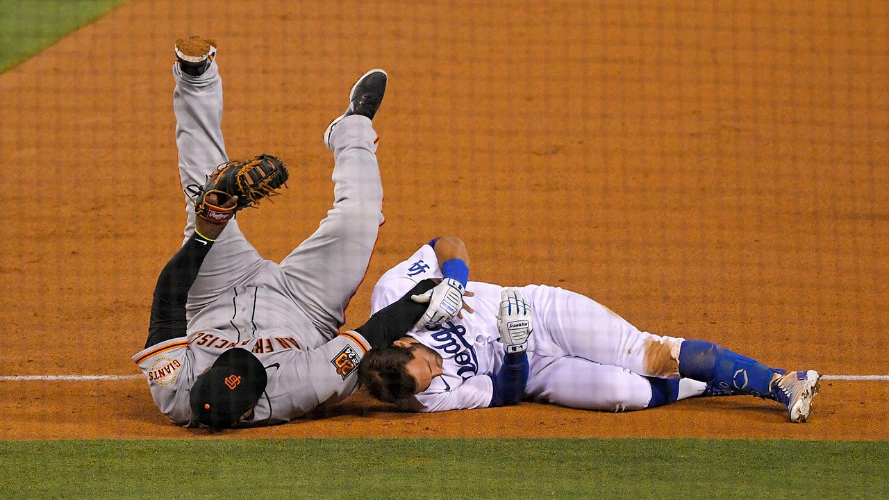 Giants, Dodgers players the butt of jokes after high-end collision at first base