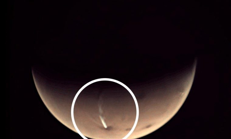 Mysteriously Long, Thin Cloud Returns on Mars – Not Linked to Volcanic Activity