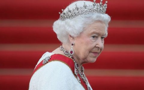 Queen news: Her Majesty employs someone to precisely measure her bath water | Royal | News