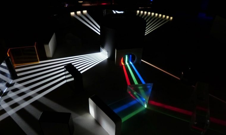 New class of laser beam doesn't follow normal laws of refraction