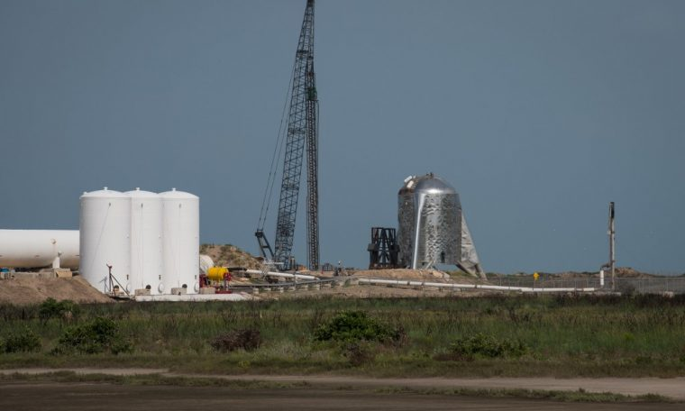 SpaceX completes test flight of Mars rocket prototype