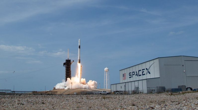 SpaceX raises $1.9 billion in latest funding round: report