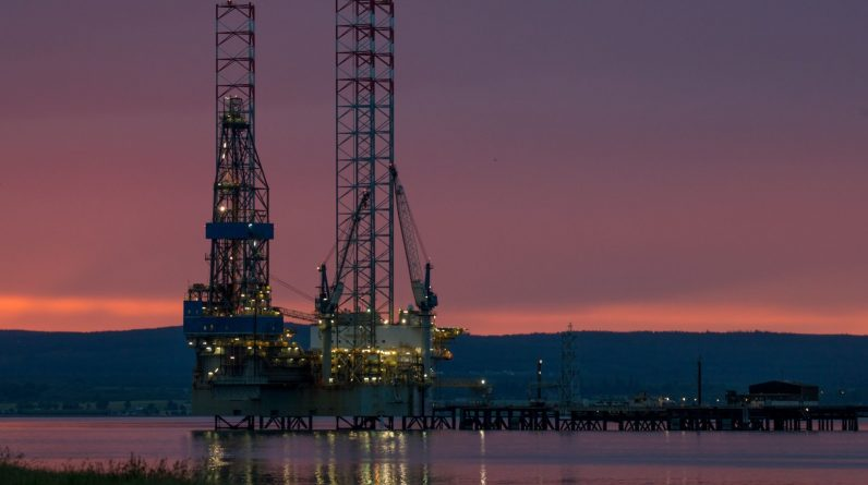 Trump's OPEC Push Fails to Avert U.S. Oil Industry's Breakdown