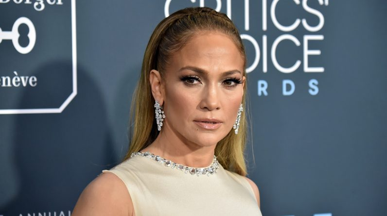 51-year-old Jennifer Lopez shows off her swimsuit at Snapdeal ABC: 'Holiday Vibrations'