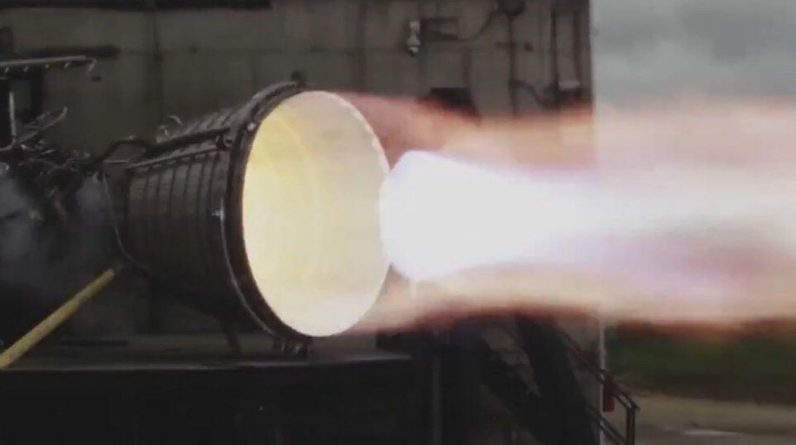 Check out SpaceX's new Raptor vacuum engine burning