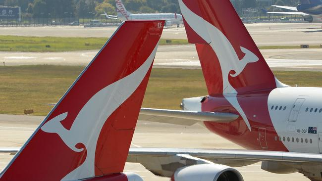 Qantas leader Richard Goiter told the aide to 'hang on there'