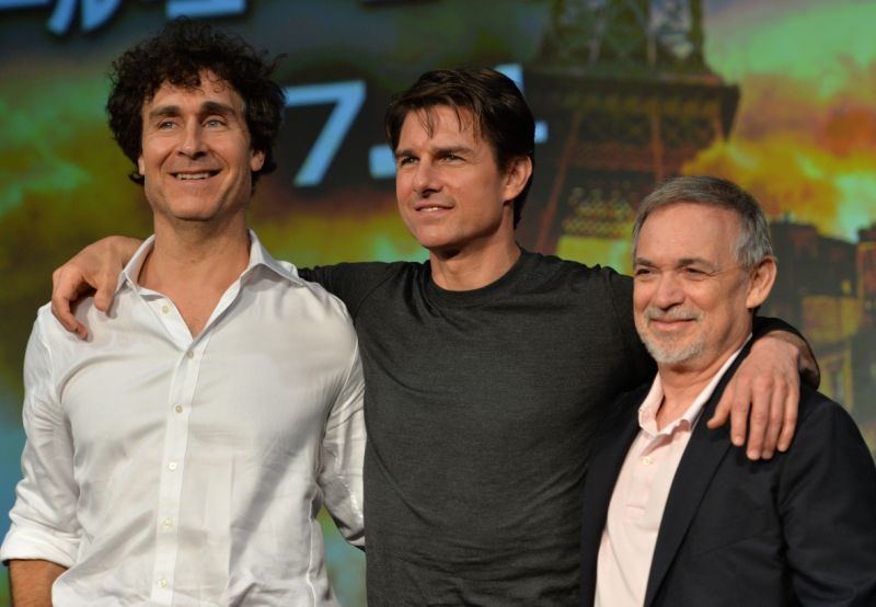 "American actor Tom Cruise (C) poses with film director Doug Lyman (L) and producer Erwin Staff (R) at a press conference for their latest film. ""Tomorrow's Edge"" June 27, 2014 in Tokyo.  The trio have come here to promote a science fiction film adapted from the novel ""Everything you need is killed"" Written by Japanese novelist Hiroshi Sakurasaka.  AFP PHOTO / Yoshikazu TSUNO (Read Yoshikazu TSUNO / AFP via Photo Credit Card Images)"