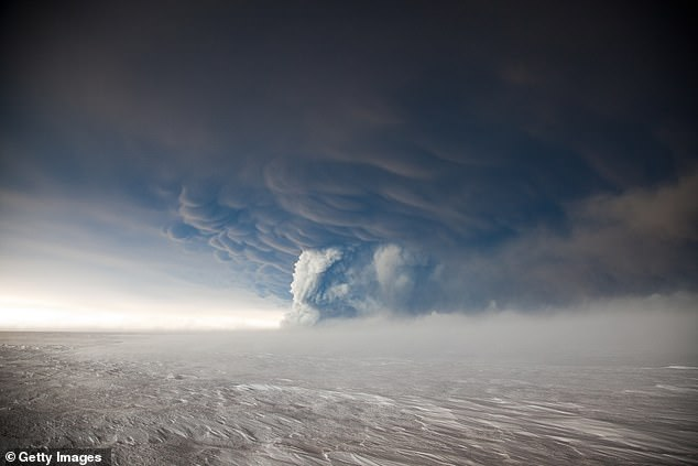 Chromswort last erupted in 2011 (pictured) and a gray cloud flew over 12 miles (20 km), canceling 900 flights.