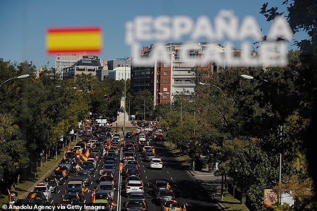 The main route blocked in Madrid on Monday