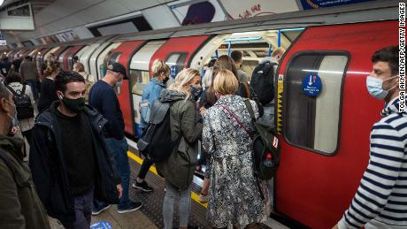 Masked passengers gather on the London Tube on September 23.  City & quot;  High & quot;  Alert status on Saturday, which means a ban on mixing homes indoors.