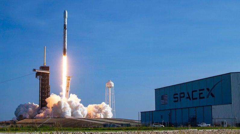 SpaceX wins contract to build US missile tracking satellites