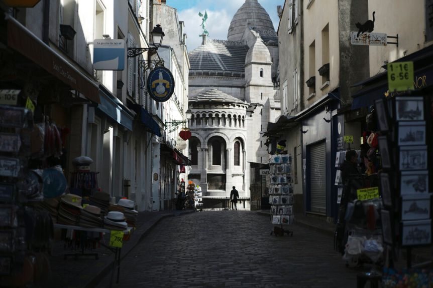 Tourist shops are empty on a deserted street outside the Basilica of Sacramento in the Montmartre area of ​​Paris.