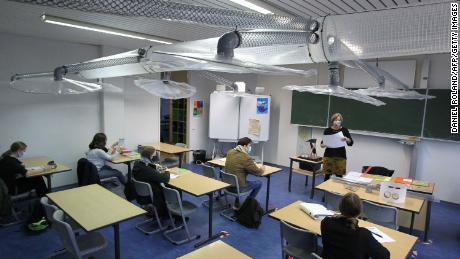 A ventilation system was installed on November 12 in a classroom in Mainz, West Germany.