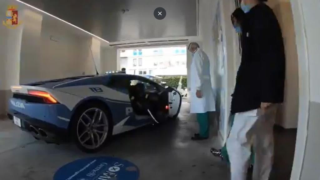 Italian police use Lamborghini hurricane for high-speed organ transport.