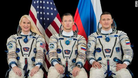 NASA astronaut, Russian astronauts launch into space station