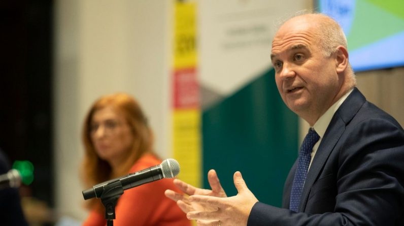 LiveCovit-19 Ireland today 429 new cases confirmed, Dr. Tony Holohan shares locking updates