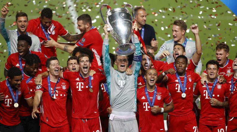 Manuel Neuer lifts the Champions League trophy for Bayern Munich