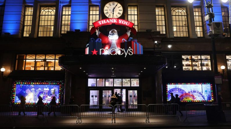 Macy entertains New York City essential workers with holiday window displays