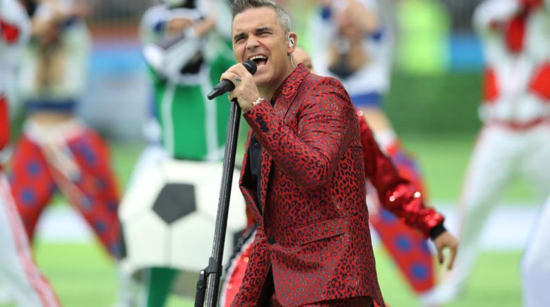 Robbie Williams announced the formation of a new band