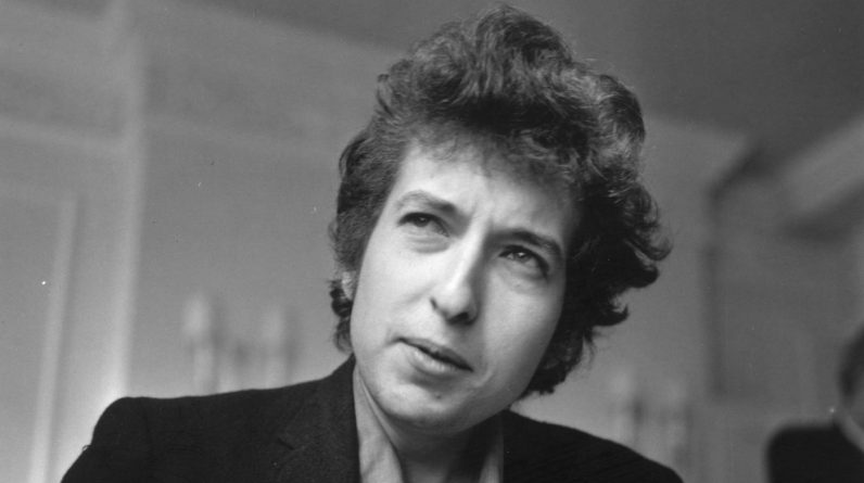 Bob Dylan sells songwriting list for reported M 300 million: NPR