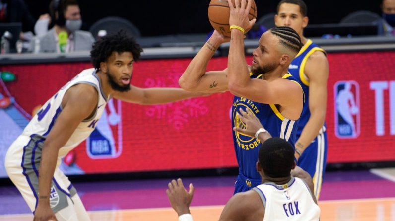 The Warriors are battling to support Steph Curry in a 114-113 loss to the Kings on Tuesday