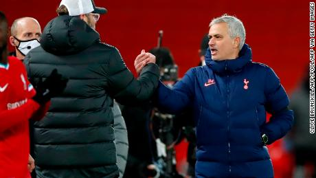 Jர்கrgen Globe shook hands and exchanged words with Jose Mourinho.