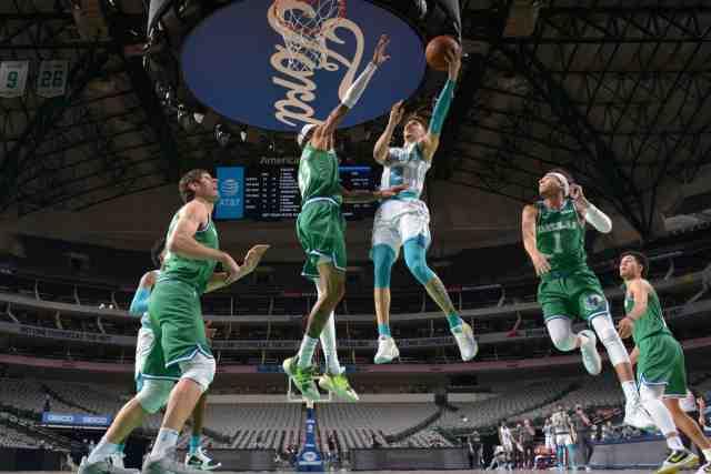 Charlotte surprises Dallas in the NBA