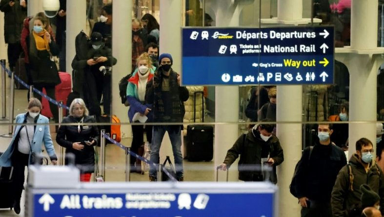 Londres (AFP). Premiers retours de passagers en Eurostar depuis Londres, pressés d'arriver pour Noël