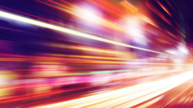 Les chercheurs arrivent à faire « remonter le temps » à un rayon de lumière. © Elenamiv, Shutterstock