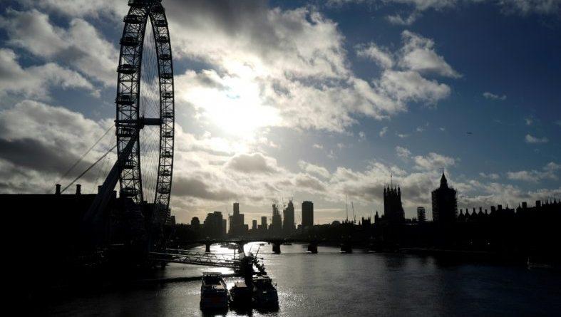Londres (AFP). Covid-19 : de nombreux pays suspendent leurs liaisons avec le Royaume-Uni, réunion de crise lundi à Londres