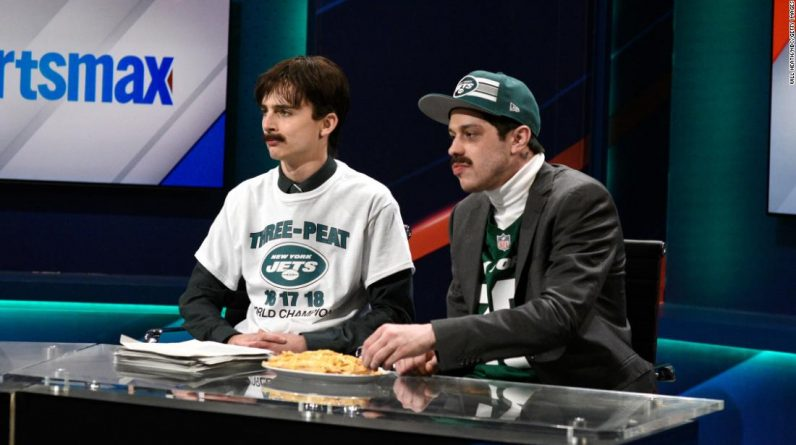 Timothy Solomon and Pete Davidson make fun of Newsmax with a hilarious jets sketch on 'SNL'.
