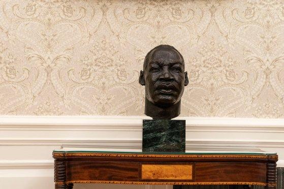 President of the human rights activist Pastor Martin Luther King, Jr. in President Biden's office. [AP=연합뉴스]