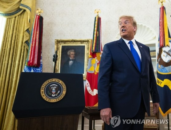Flags of the military, navy and air force that adorned the offices of the White House during the Trump administration were also removed with the inauguration of the Biden government.[UPI=연합뉴스]
