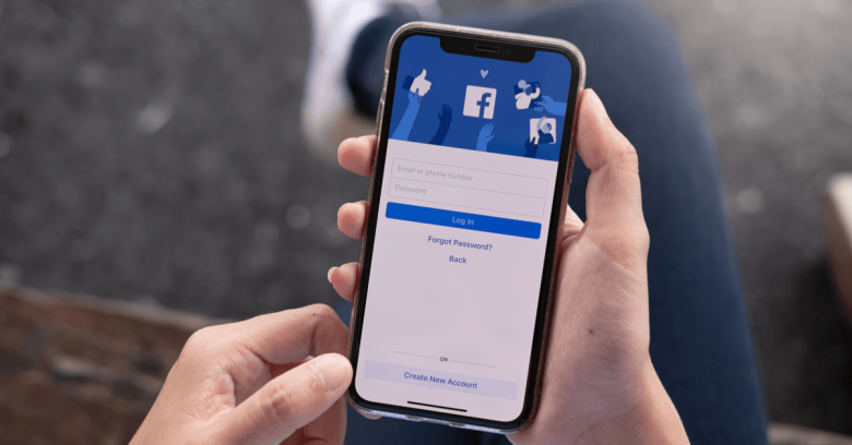 Facebook logs out iPhone users! Here are the details