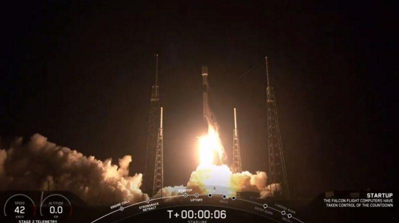 Ракета-носій Falcon 9 успішно доправила вантаж у космос і приземлилась на платформу