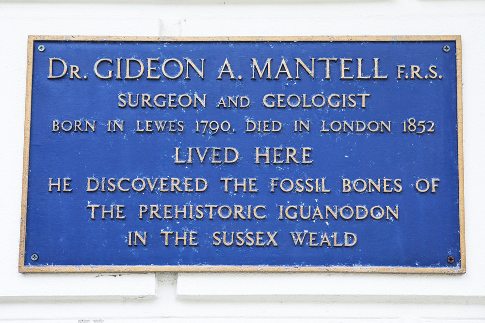 A sign of the house where Gideon Mandel lived