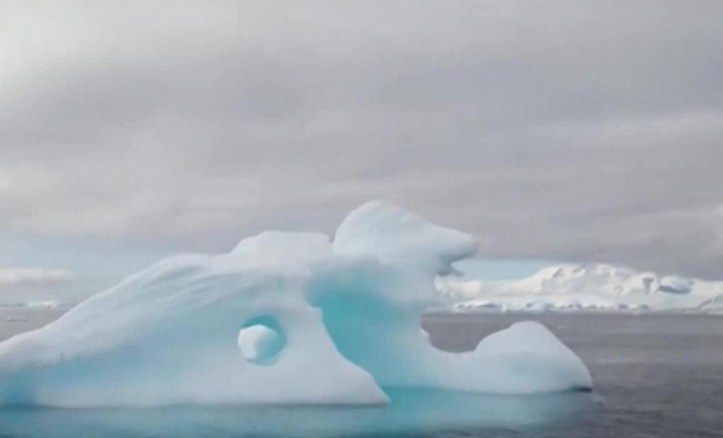 Antarctica: Unprecedented heat melts glaciers