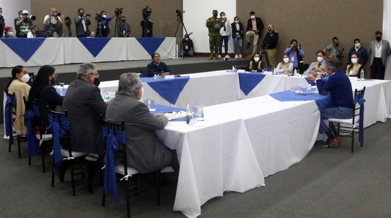 Latin America.  Maneuvers in Ecuador against rightism