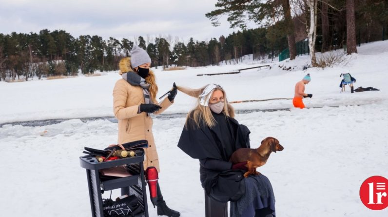 Latvian hairdressers protest against restrictions on snow-covered forests