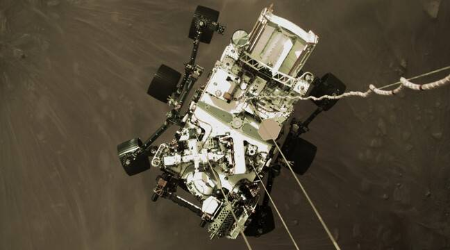 NASA has released a stunning photo of the rover descent