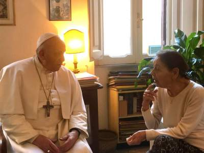 Pope Francis surprises Holocaust survivors with his arrival